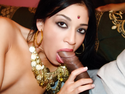 Steamy indian sex. Indian hottie Kharti gives her man a taste of her oral expertise and gets have sex like crazy