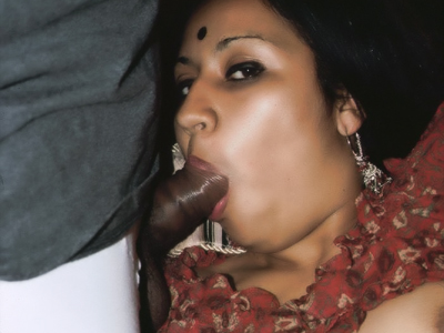 Indian threesome experience. Indian beauty Mumtaz got her vagina banged while sucks a dong in this steamy threesome session