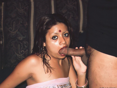Dirty indian threesome. Dirty Indian Indra Verma goes for a threesome and got her mouth and cooter simultaneously drilled