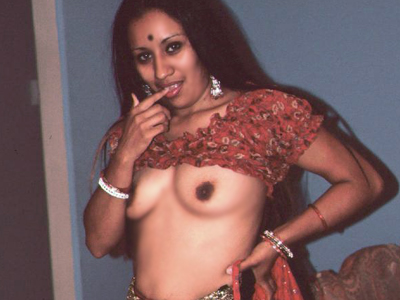 Naughty indian babe. Naughty Indian Mumtaz sinfully blow a tool while getting her far eastern cunt fucked in this threesome